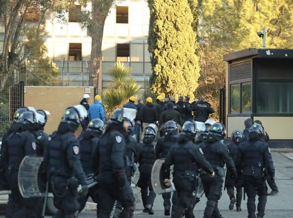 Roma: sgombero a Tor Cervara, persone come rifiuti