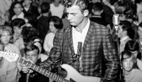 """Omaggio a Dick Dale """"Re della chitarra"""""""