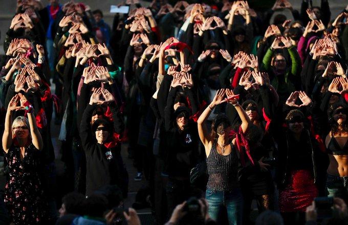 """""""El violador eres tu"""" flash mob anche a Roma"""