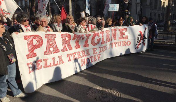 A Torino, migliaia di persone per il corteo No TaV