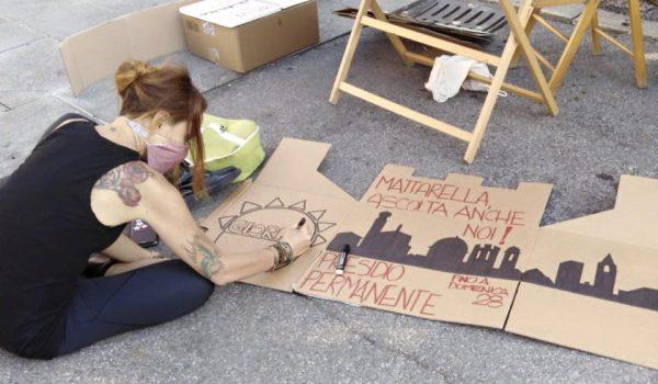 Bergamo non dimentica: presidio all'arrivo di Mattarella