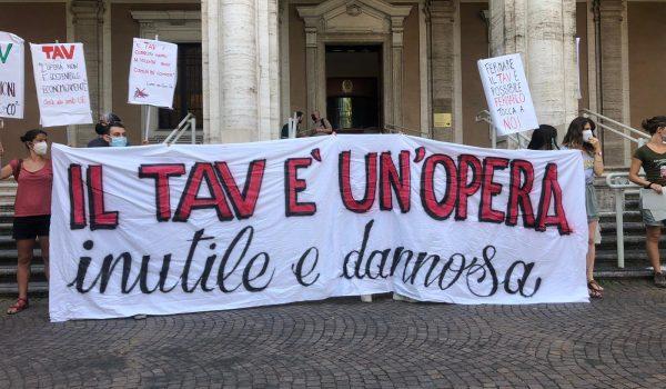 Roma No Tav: flash mob al Ministero dei Trasporti