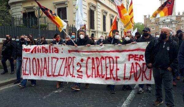 """Lavoratrici e Lavoratori Alitalia in presidio davanti al MEF – """"Non Faremo un passo indietro!"""""""