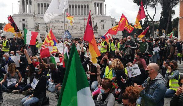Lavoratrici e Lavoratori Alitalia  bloccano piazza Venezia