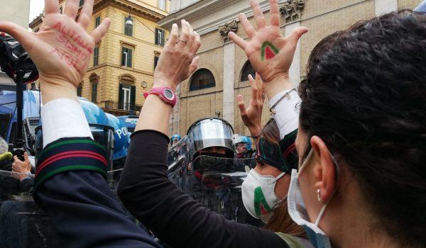 La lotta di Alitalia a Piazza San Silvestro