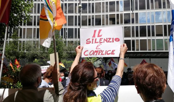 Lavoratrici e lavoratori Alitalia sotto la sede Rai: rompere il silenzio!