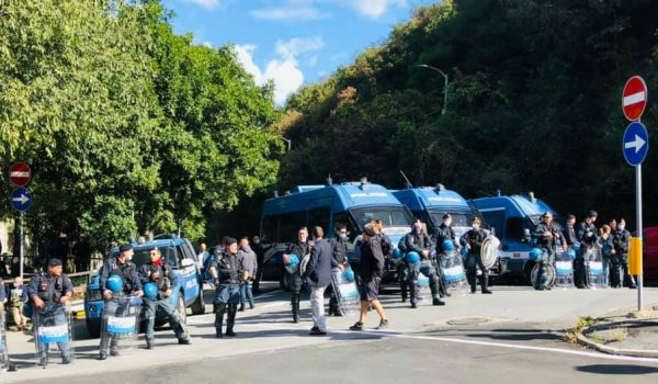 """sgomberato il centro sociale """"Terra di Nessuno"""" a Genova"""